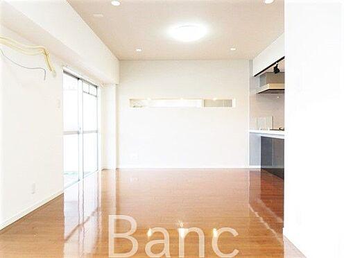 中古マンション-板橋区前野町6丁目 バルコニーが続き窓も大きいので明るいお部屋です。