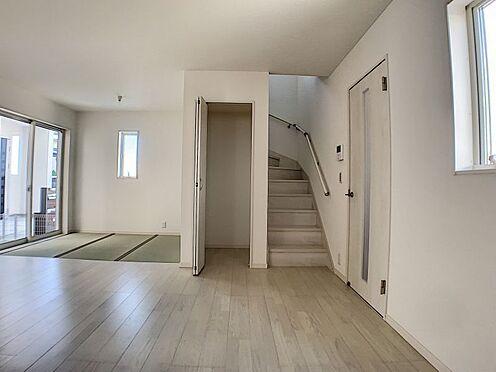 新築一戸建て-名古屋市守山区新守山 階段横に収納がついています。