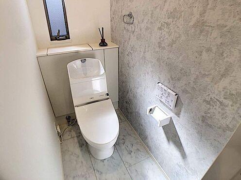 戸建賃貸-名古屋市中村区岩塚町 節水型でエコなトイレ!換気用に換気扇はもちろん、窓も着いているので常に快適ですね♪