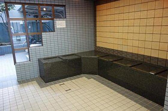 マンション(建物一部)-大阪市天王寺区大道3丁目 石造りのベンチでゆっくり休めます。