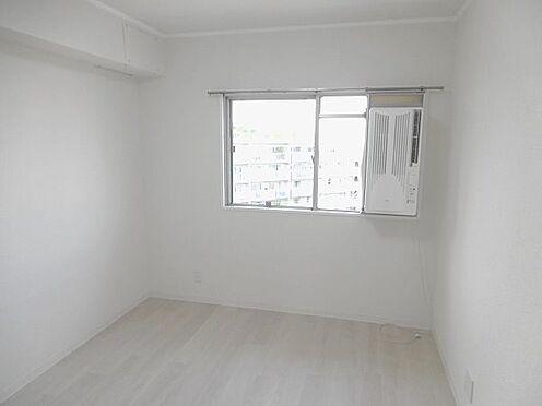 中古マンション-多摩市貝取3丁目 北側約4.5帖の洋室。