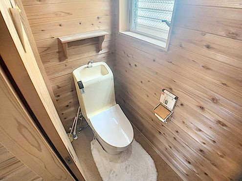 戸建賃貸-名古屋市西区清里町 高機能トイレで快適です。窓もついているので換気ができます。