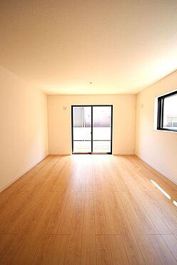 新築一戸建て-北葛城郡広陵町大字笠 南向きの明るい室内。ポカポカと暖かいリビングでおくつろぎ下さい。