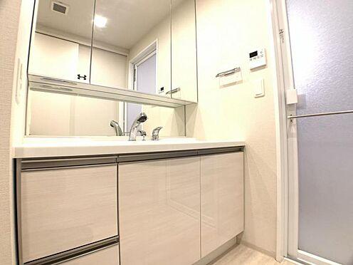区分マンション-東海市高横須賀町御洲浜 広々とした洗面化粧台!小物収納も豊富です♪