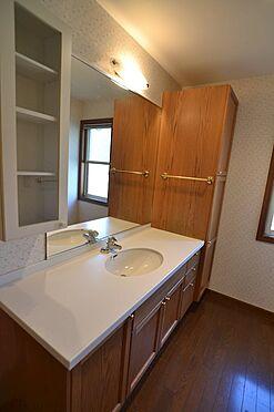 中古一戸建て-稲城市長峰2丁目 1Fワイドタイプの洗面化粧台。