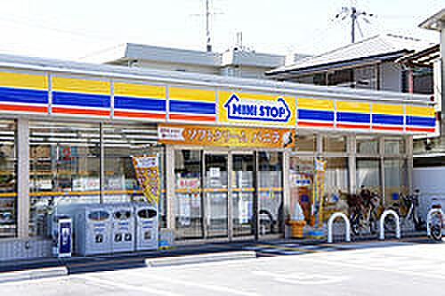 新築一戸建て-名古屋市守山区大字下志段味 ミニストップまで徒歩約6分(433m) 近くにあると便利なコンビニが徒歩約6分のところにございます! 季節限定のデザートも豊富なミニストップで、小腹がすいたときに立ち寄れますね♪