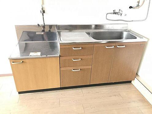 区分マンション-名古屋市名東区明が丘 作業スペースも取れるキッチン。収納も付いているので整頓もバッチリですね。