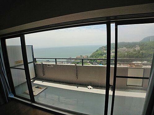 中古マンション-賀茂郡東伊豆町奈良本 窓の外には美しい海や山が広がります。
