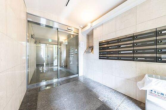 マンション(建物一部)-港区白金3丁目 ■ エントランスホール ■ エントランスホールは自動ドアのため、重い扉を開けるようなこともなくスマートにお入りいただけます。両手がふさがっているときも安心ですね。