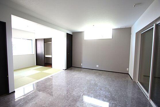 戸建賃貸-桜井市大字橋本 床にクリアーな素材を採用し、スタイリッシュな印象に仕上がりました。