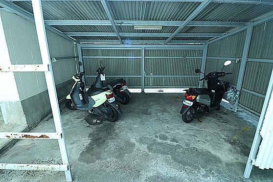 区分マンション-神戸市灘区鶴甲4丁目 屋根付きバイク置き場あり