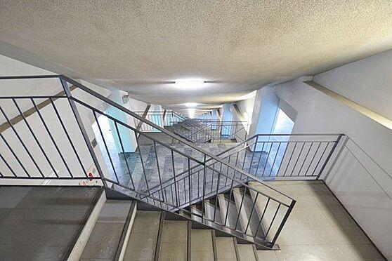 リゾートマンション-熱海市熱海 上下階へのご移動は非常階段またはエレベーターをご利用ください。