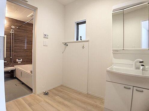 戸建賃貸-名古屋市北区如来町 ゆとりの洗面スペースで朝の身支度も快適スムーズに。
