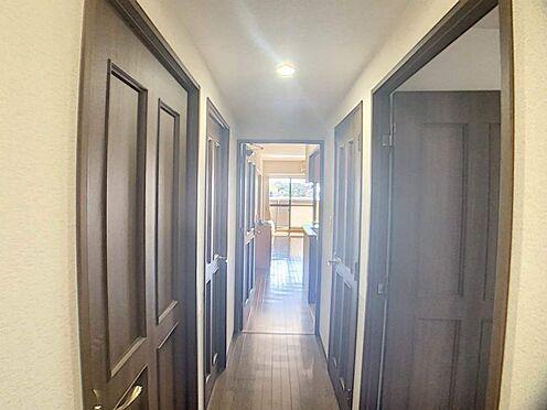 中古マンション-名古屋市天白区島田1丁目 広々バルコニーから差し込む光が室内を明るく照らします。