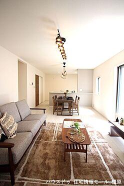 戸建賃貸-磯城郡田原本町大字阪手 LDKは南向きの明るい室内。ポカポカと暖かな日差しが入ります