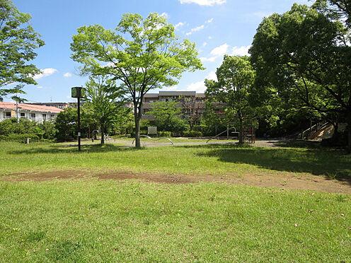 区分マンション-八王子市南大沢4丁目 隣接の九反甫公園は小さなお子様の遊び場として、またちょっとした運動にも最適な公園です。