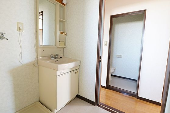 マンション(建物全部)-浜松市中区和合北4丁目 化粧品、歯ブラシなど置ける収納が付いています!