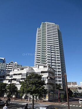 区分マンション-横浜市神奈川区栄町 外観デザインが特徴的な33階建てタワーマンション