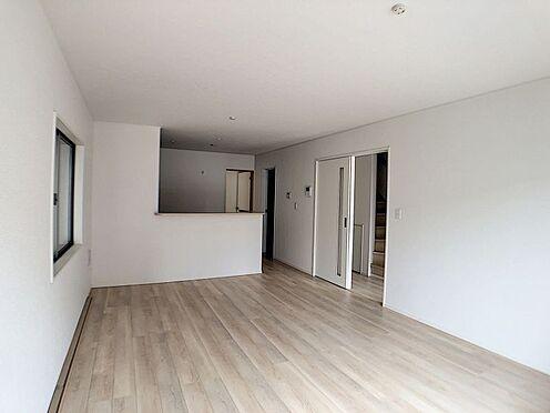 戸建賃貸-名古屋市北区如来町 LDKの奥には和室があり、お子様の遊び部屋・お昼寝スペースとして使うのもオススメです!