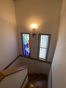 戸建賃貸-名古屋市千種区宮根台1丁目 階段には窓が付いているので風通しも良好です!