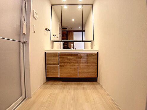 中古マンション-名古屋市緑区鳴子町2丁目 広々としたパウダールームにはワイドタイプの洗面台を完備しております。