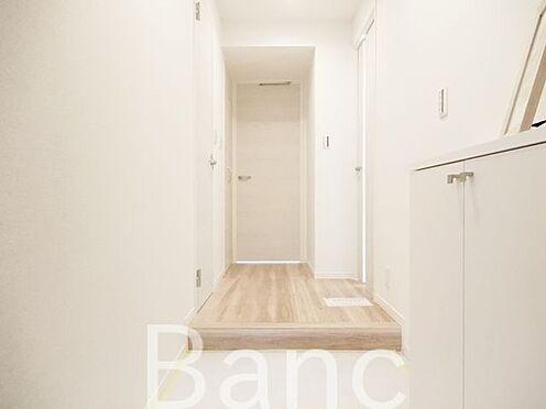 中古マンション-渋谷区広尾3丁目 白基調の明るい玄関スペース