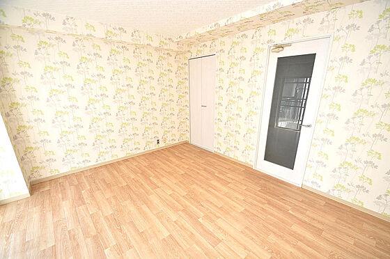 マンション(建物一部)-大阪市淀川区十三本町2丁目 広々8帖のフローリングのお部屋になります。