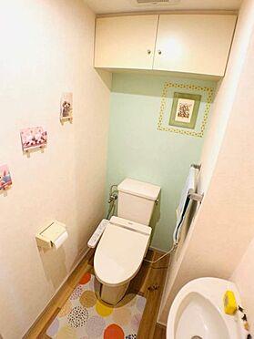 中古マンション-名古屋市昭和区元宮町3丁目 トイレは手洗い器付き☆収納棚もあり使い勝手も良いです!