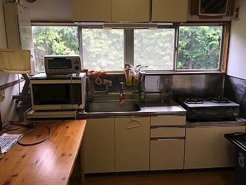 中古一戸建て-田方郡函南町平井 キッチンの様子。ガスは個別プロパンがご利用いただけます。