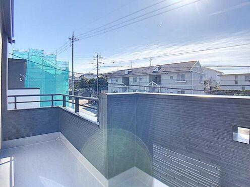 新築一戸建て-名古屋市名東区大針2丁目 陽当たりのいいバルコニー、洗濯物も沢山干せますね。