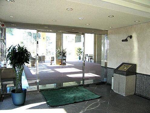 中古マンション-田方郡函南町平井 オートロックのエントランス。管理人さんは常駐されていらっしゃいます。
