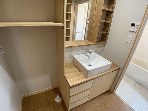 戸建賃貸-安城市大山町1丁目 木のぬくもりを感じる造作の洗面室!