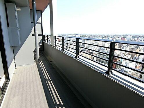 中古マンション-横浜市中区北仲通5丁目 ☆明るく、広いバルコニーです☆