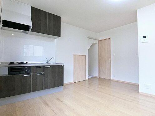 アパート-呉市阿賀中央2丁目 102号室:ソファもゆったりと置けるリビングです!