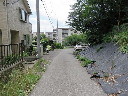 アパート-川越市大字小堤 前面道路含む現地写真