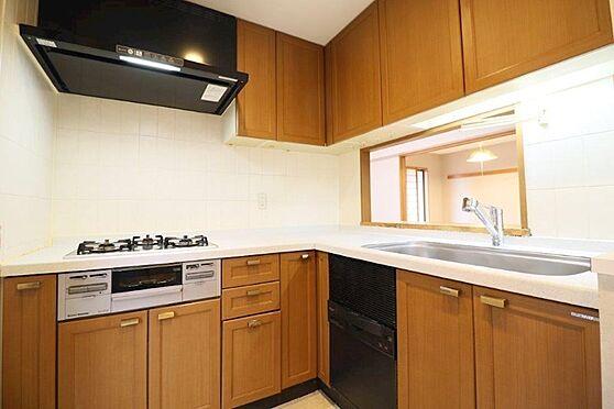 中古マンション-八王子市別所1丁目 家事動線に有利な?字型キッチンです。