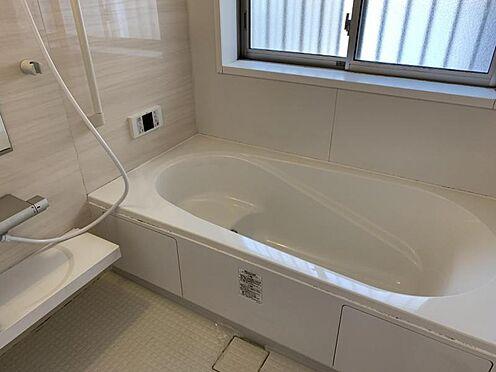 中古一戸建て-豊田市水源町3丁目 窓があるだけで、あっという間に換気ができます!清潔感のある真っ白なお風呂で癒されてください。