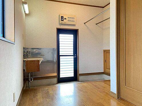 中古一戸建て-江南市曽本町幼川添 ユーティリティスペースから外へ出ることができます。