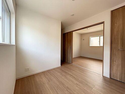戸建賃貸-名古屋市中川区五女子町5丁目 間仕切り戸を開放すると広々とお部屋を利用できます♪