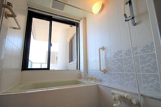 リゾートマンション-熱海市咲見町 浴室:ビューバス仕様になります。一戸建て感覚も味わえます。