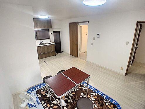 戸建賃貸-名古屋市西区天塚町4丁目 ナチュラルな木目調の床から木のぬくもりを感じられる広々とした約14帖のリビングルーム