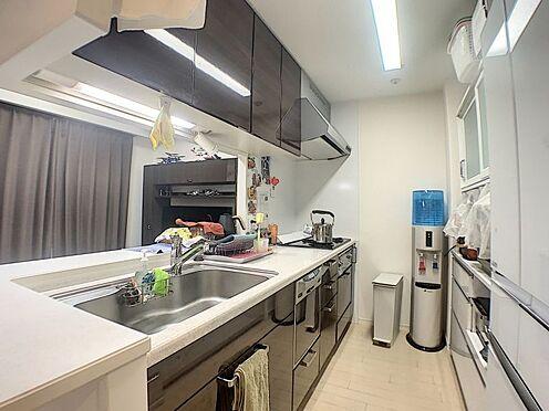 区分マンション-豊田市御幸本町6丁目 お手入れがしやすく、収納豊富なシステムキッチン