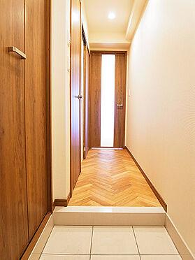 中古マンション-目黒区自由が丘2丁目 玄関から洋室へ続く廊下です。(賃借人入居前撮影)