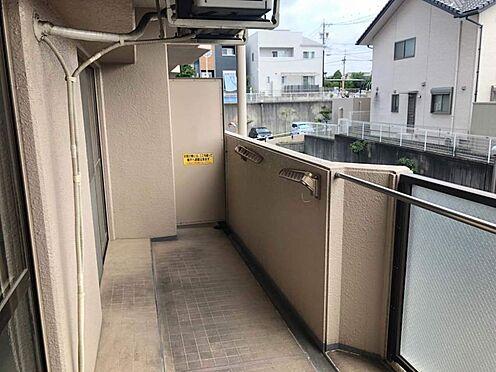 中古マンション-豊田市豊栄町3丁目 風通しの良い両面バルコニー。家の中に空気を通して、さわやかな生活を送ることが出来ますね。