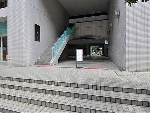 マンション(建物一部)-新宿区新宿1丁目 周辺には、伊勢丹・新宿マルイなどの大型百貨店が点在しております。