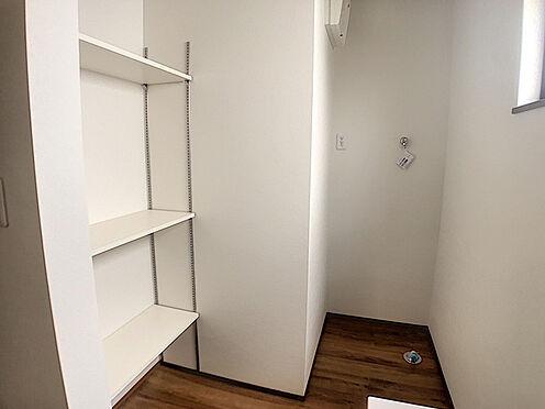 戸建賃貸-小牧市堀の内4丁目 タオル等の収納に便利な可動棚あり