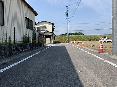 土地-西尾市吉良町上横須賀池端 スーパー・コンビニ・薬局が徒歩圏内に揃う好立地。お買い物にも困りません。
