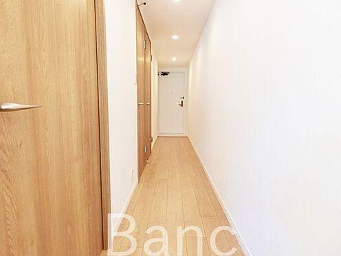 中古マンション-足立区扇1丁目 廊下〜玄関 お気軽にお問い合わせくださいませ。