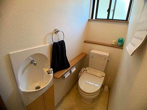 中古一戸建て-名古屋市西区宝地町 清潔感のあるトイレは窓付きで換気もばっちりです。