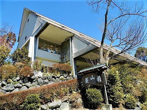中古一戸建て-田方郡函南町平井南箱根ダイヤランド 青空に映える建物外観です。